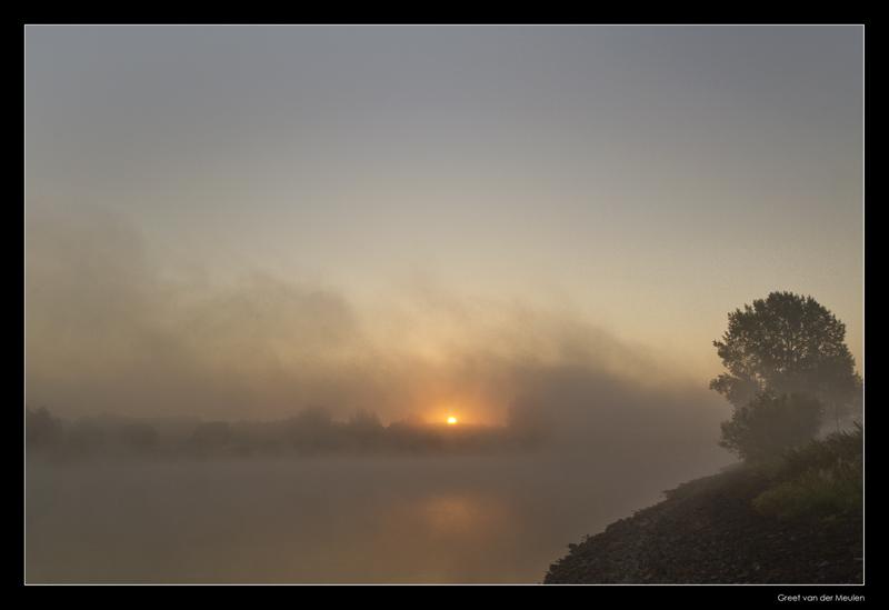 7143  misty morning sunrise