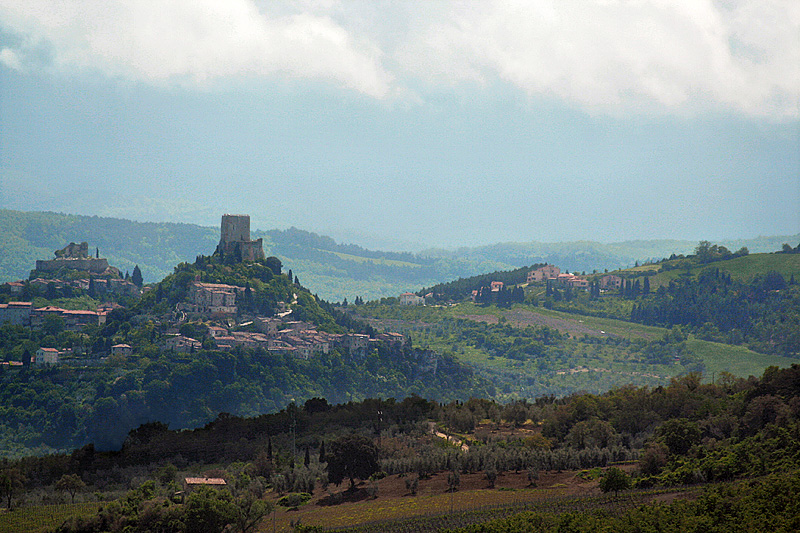 <a href=http://tinyurl.com/2s3n7p target=_blank>Rocca dOrcia</a> and Castiglione dOrcia, seen from the road