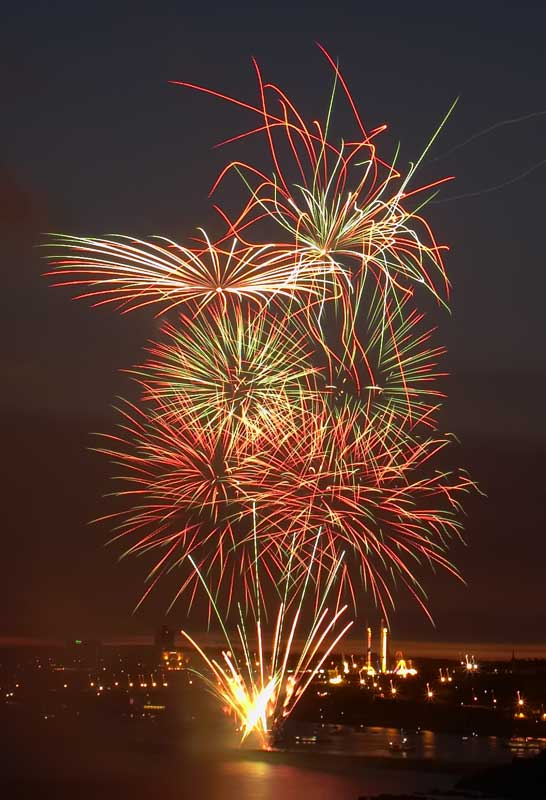 CRW_00321B.jpg Fireworks competition, Plymouth Sound - © A. Santillo 2003