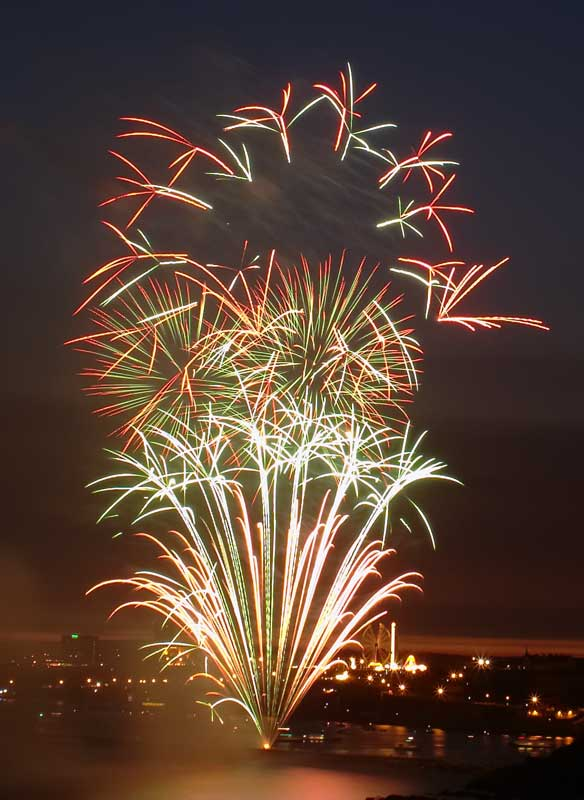 CRW_00322B.jpg Fireworks competition, Plymouth Sound - © A. Santillo 2003