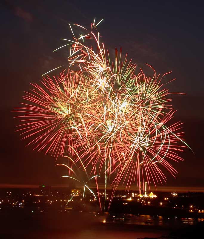 CRW_00323B.jpg Fireworks competition, Plymouth Sound - © A. Santillo 2003