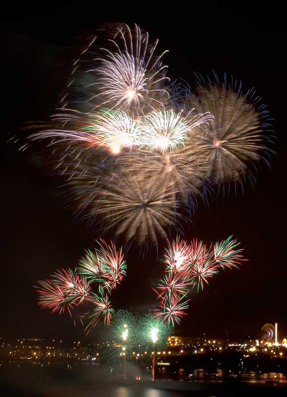 CRW_00377B.jpg Fireworks competition, Plymouth Sound - © A. Santillo 2003