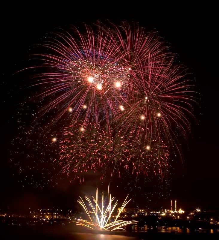CRW_00380B.jpg Fireworks competition, Plymouth Sound - © A. Santillo 2003