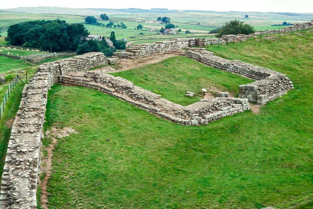 A_587_R_56-Edit.jpg Hadrians Wall Cawfields - Milecastle 42 - looking East- © A Santillo 1993