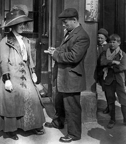 1912 - Survivor giving an autograph