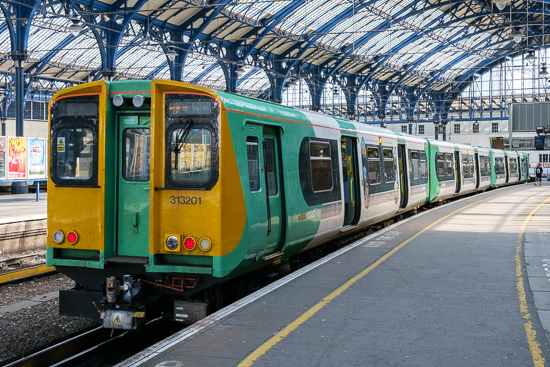 313201 stands at Brighton station, 21/5/15