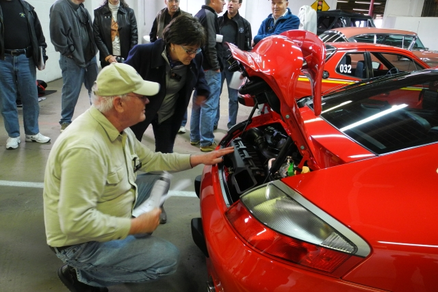Steve Graham demonstrates the judging process at the PCA-CHS Concours Seminar. (1221)