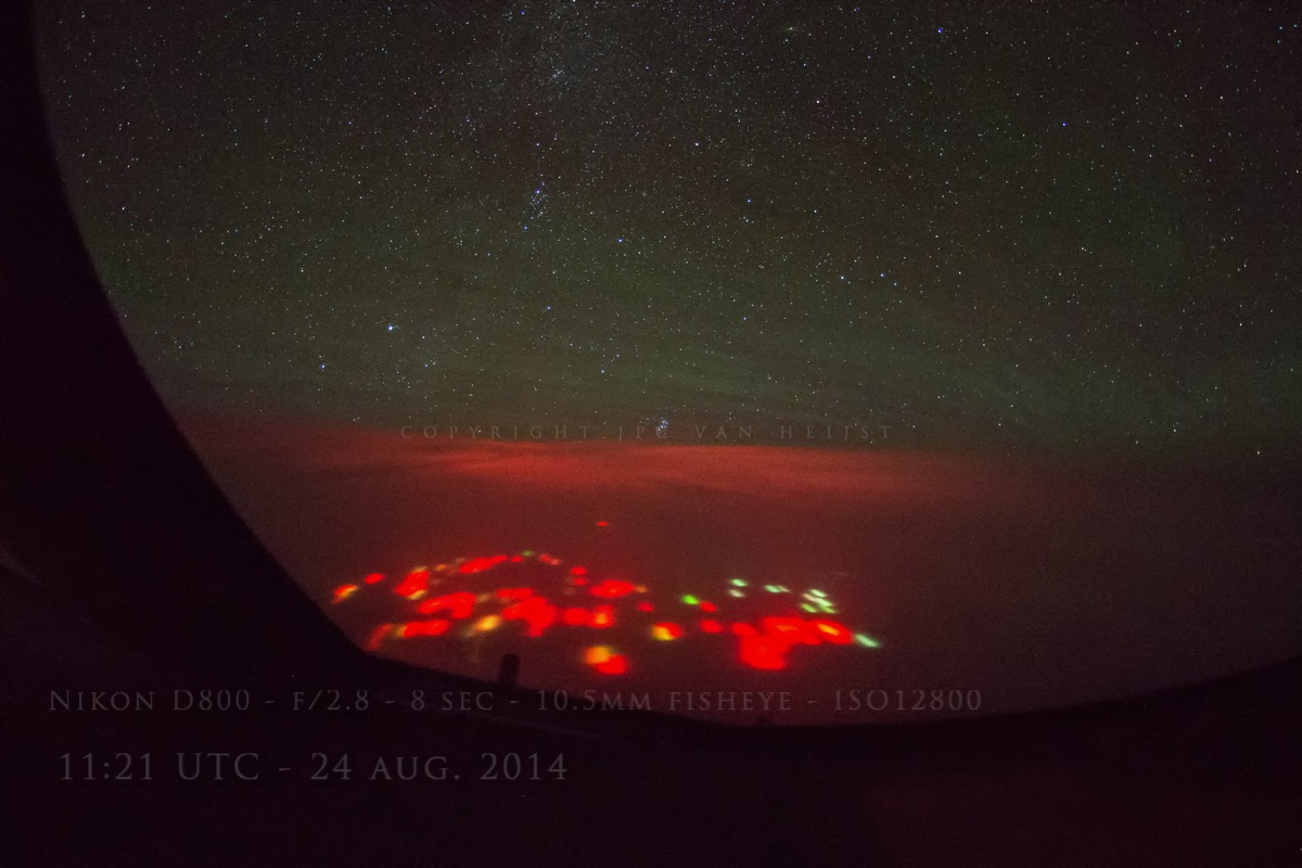 Clear view on the red lights that glow in the Pacific Ocean