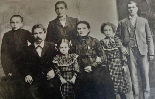 Grandpa Louis (mothers side) and his Russian family (1910)