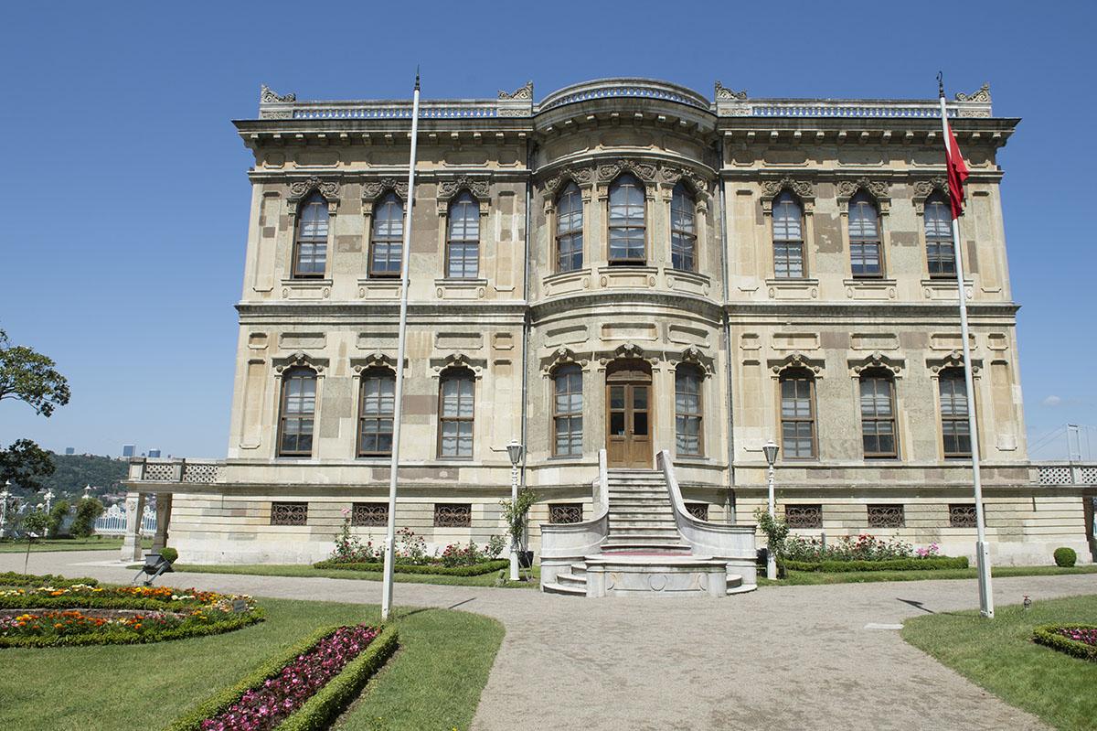 Istanbul Kucuksu Palace May 2014 8897.jpg