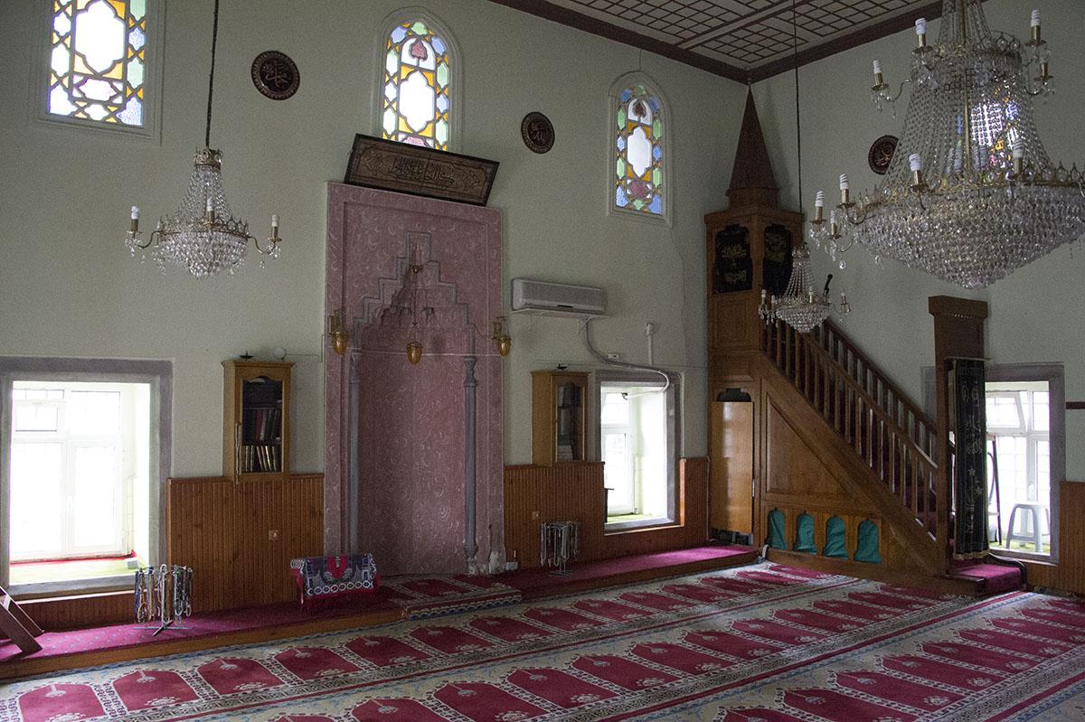 Istanbul Defterdar Mahmut Efendi mosque2015 8585.jpg