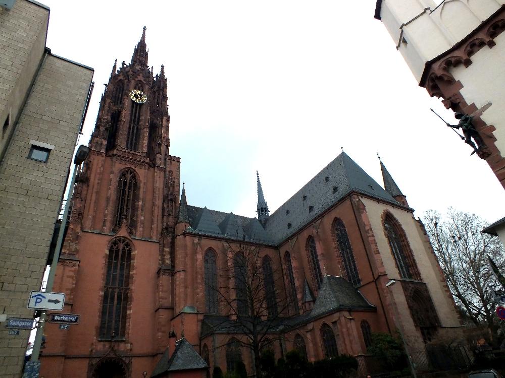<a href=http://en.wikipedia.org/wiki/Frankfurt_Cathedral >Frankfurt Cathedral</a>