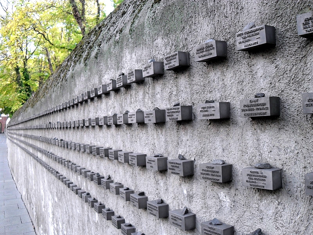 <a href=http://markmylens.blogspot.com/2013/06/jewish-holocaust-memorial-wall-frankfurt.html >Jewish Holocaust Memorial</a>