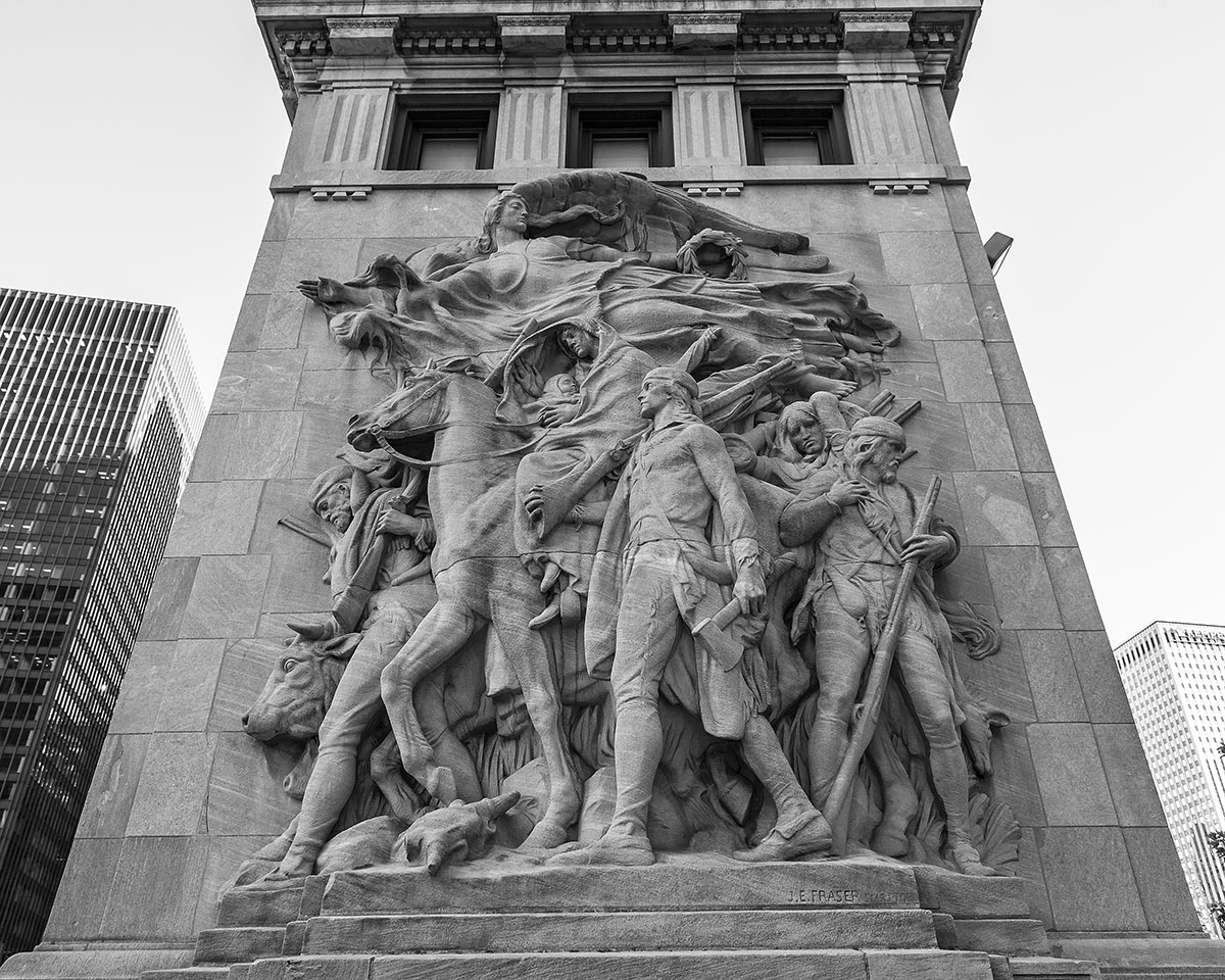 Michigan Avenue Bridge : The Pioneers - James Earle Fraser