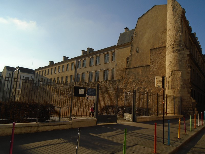 <a target=_blank href=http://en.wikipedia.org/wiki/Wall_of_Philip_II_Augustus,_Paris>Wall of Philip II Augustus 1190 </a>