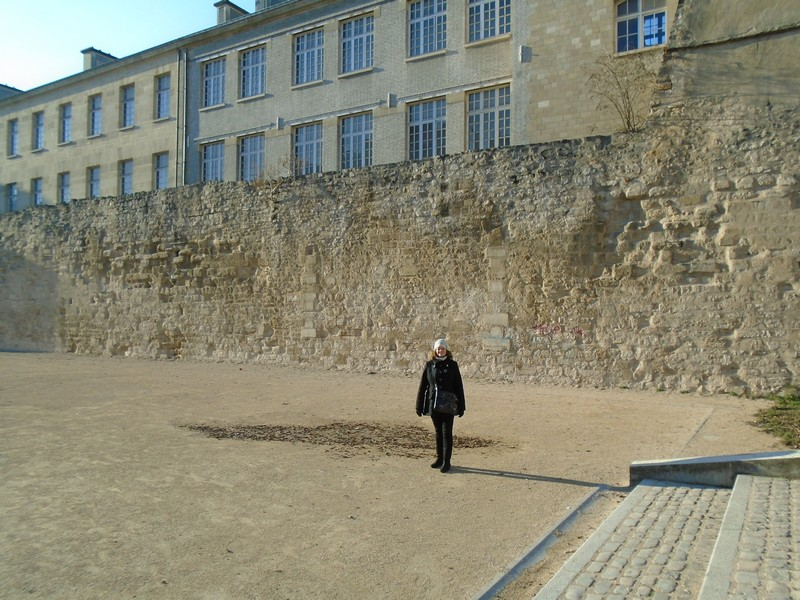 <a target=_blank href=http://en.wikipedia.org/wiki/City_walls_of_Paris>City walls of Paris</a>