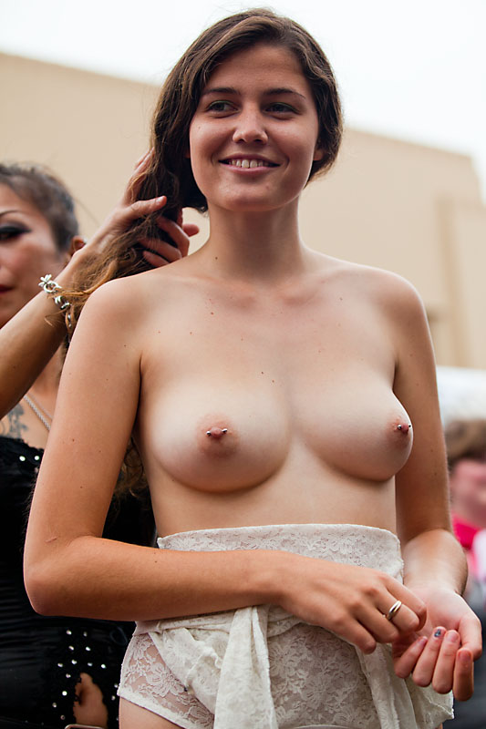 Special case.. naked girl in nude public san francisco