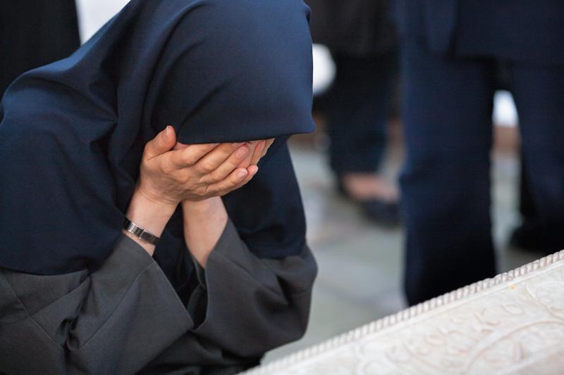 Woman praying - Shiraz