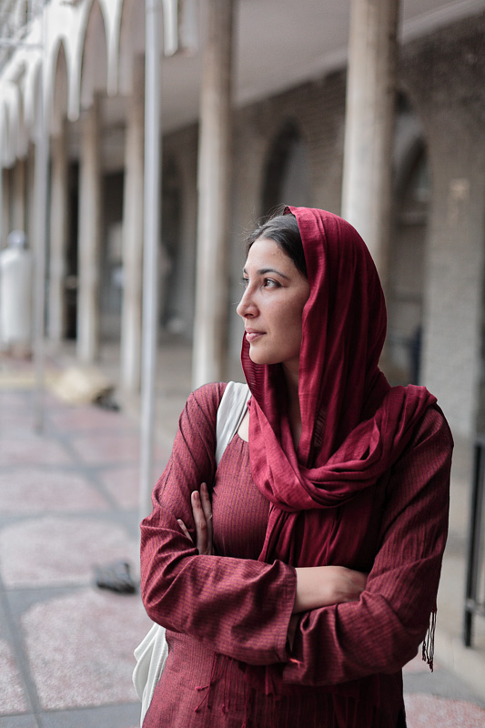 Pukhtun woman in mosque - Lahore