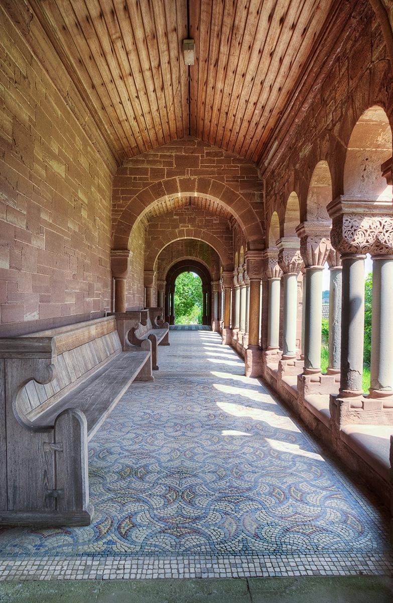 Path to entrance door