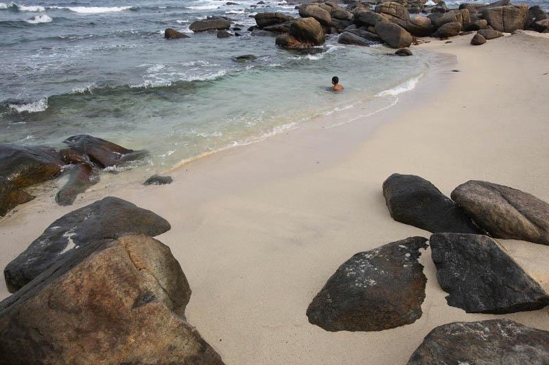 Dondra Lighthouse beach