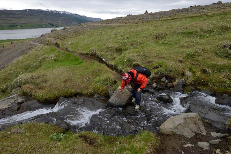 Trail to Litlanesfoss and Hengifoss