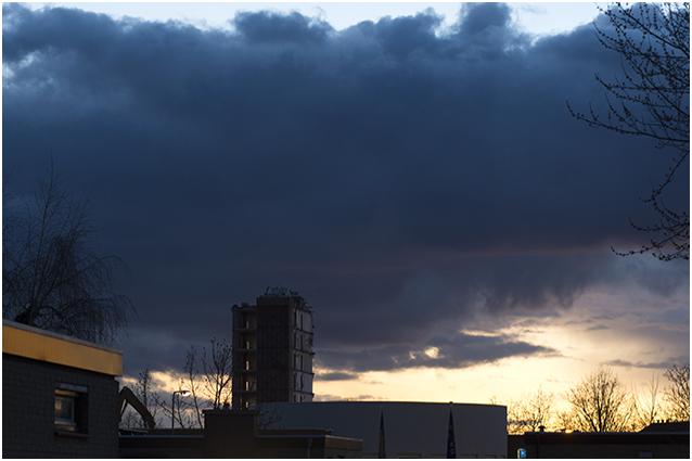 dreigende wolken boven De Stevel