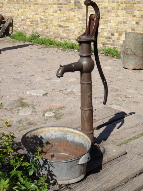 Pump, Oxtorp farmstead