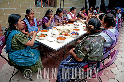 The Ladies at Section 1 having comida