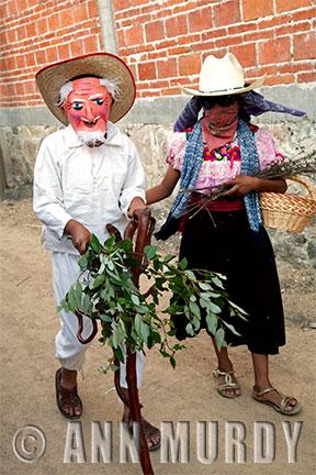 Los Niños en la procesión