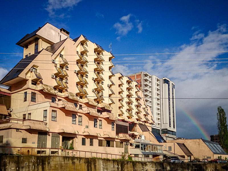 Hotel Pashtriku with rainbow