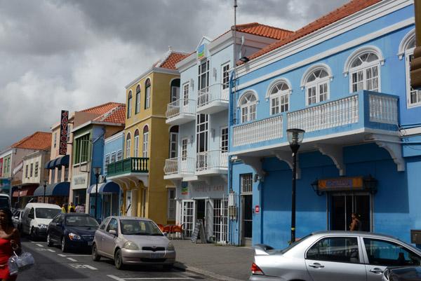 Breedestraat, the non-touristy main street of Otrabanda