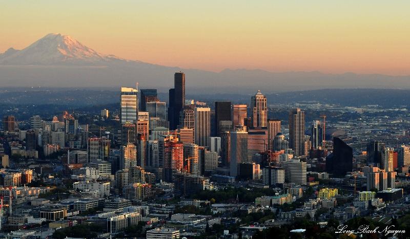 Mt Rainier and Seattles skyline