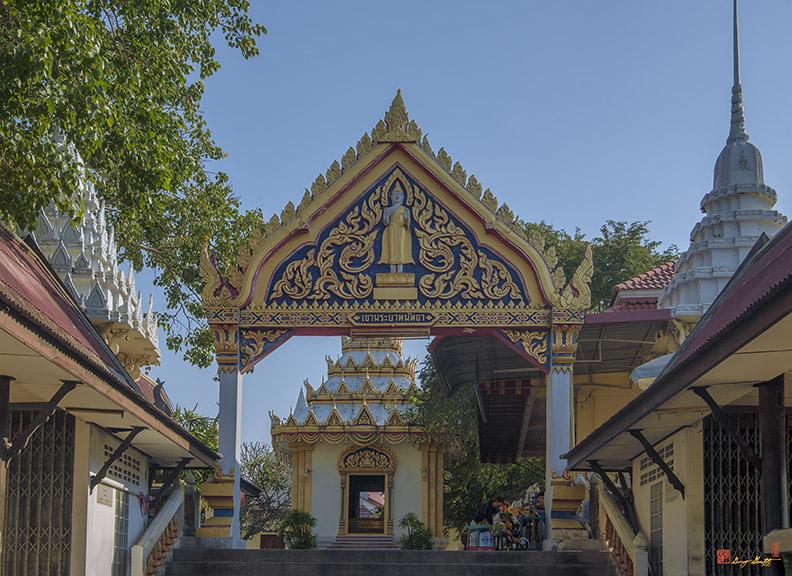 Wat Khao Phra Bat Pattaya Temple Gate (DTHCB0056)
