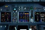 DSC01532cockpit.jpg 0/33 new 737/800/900 series... runways 5700'