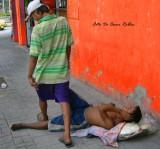 Un cuerpo en el suelo es menos que basura en esta ciudad
