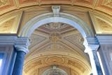 40243c - Inside the Vatican Museum