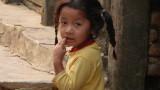 Il y a des enfants partout dans ce village.