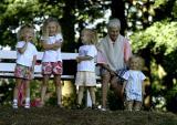 les 4 filles  et nanou.jpg