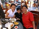 Dar with her sister and niece