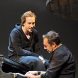 Hamlet (Florian Teichtmeister) und Horatio (Christian Brandauer)