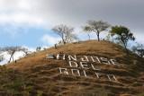 Pequeño Cerro con el Nombre del Municipio