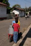 Niño Comprando Helados Artesanalaes