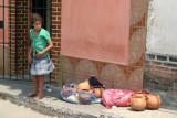 Venta de Ceramica en la Calle Comercial