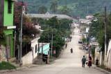 Calle Principal de Ingreso al Centro del Poblado
