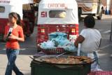 Venta de Comida en el Mercado Local