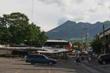 Panoramica del Centro y el Volcan Suchitan al Fondo