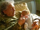 Dans les bras de mon arrière grand-mère -In the arms of my greatgrandmum