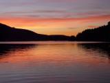 Le soleil se couche sur le lac