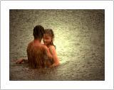 El Amor y La Lluvia: Touching, Holding